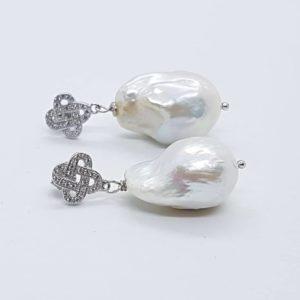 orecchini con perle scaramazze in argento orecchini perla scaramazza Orecchini Perla Scaramazza cod. 0013 0013 57111036 2180342658747760 4367837716893663232 n 300x300