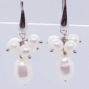 orecchini con grappoli di perle Orecchini con grappoli di perle  cod. Monica0012 50295390 2574319455930599 7098792740774739968 n 300x300
