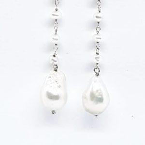 orecchini perle di fiume e scaramazza Orecchini con perle di fiume e perla scaramazza 67338757 2330452383894455 483832012969345024 n 300x300