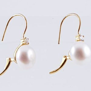 orecchini con perle bianche Orecchini con Perle Bianche di Fiume Naturali e Zirconi 49138078 312030899431837 6188577488717742080 n 300x300