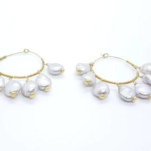 collana girocollo con lapislazzuli e con perle di fiume naturali Orecchini con Cerchi e con Perle Scaramazze 51351676 326480871319108 441765763242524672 n 300x300