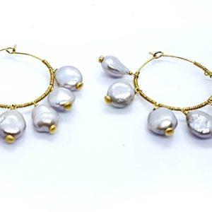 collana girocollo con lapislazzuli e con perle di fiume naturali Orecchini con Cerchi e con Perle Scaramazze 66471854 1467874570021183 7767908642166145024 n 300x300