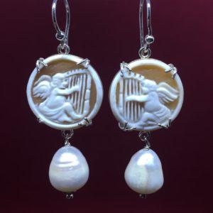 collana girocollo con lapislazzuli e con perle di fiume naturali Orecchini con Cammeo e con Perle di Fiume Naturali IMG E2825 300x300