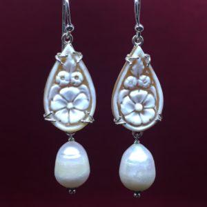 collana girocollo con lapislazzuli e con perle di fiume naturali Orecchini con Cammeo e con Perle di Fiume Naturali IMG E2827 300x300