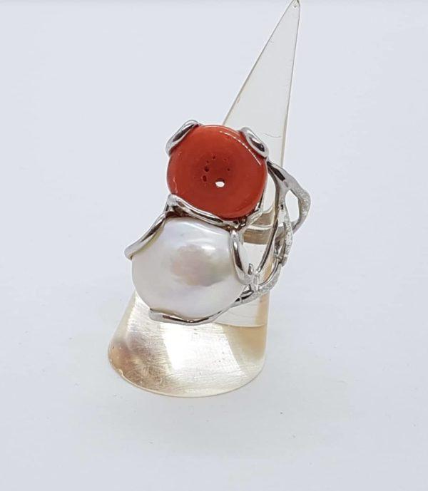 anello con perla scaramazza e radice di rubino