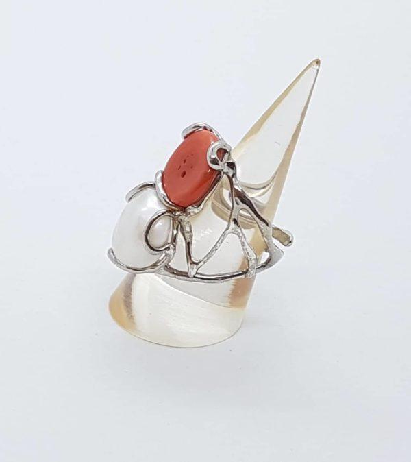 profilo anello con perla scaramazza e radice di rubino