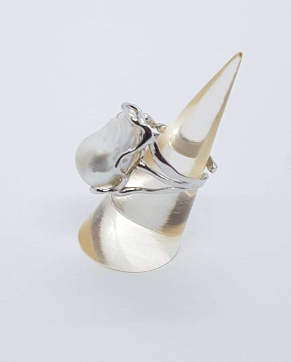 profilo anello in argento con perle scaramazze barocche