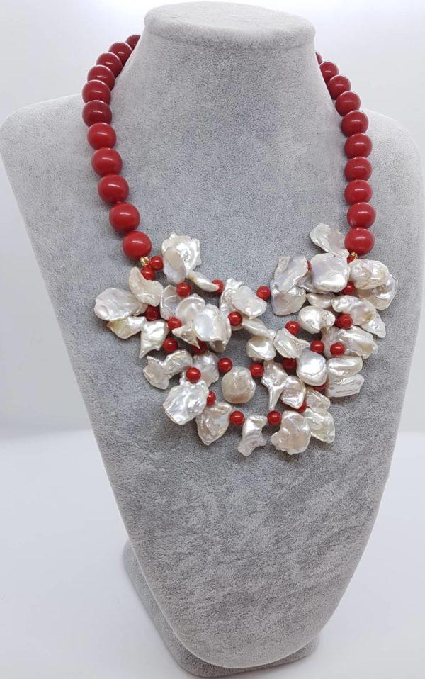 Collana con perle naturali e con perle di corallo