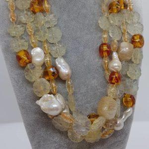 Collana con perle scaramazze e ambra collana multifilo rosa con cristalli swarovski e con cammeo Collana con perle scaramazze e ambra 56800661 1311193539019490 6396441841281007616 n 300x300