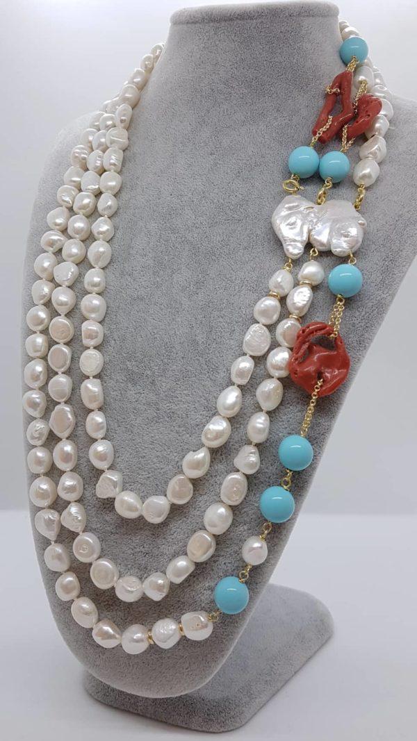 Collana con perle scaramazze e di fiume con corallo e turchese