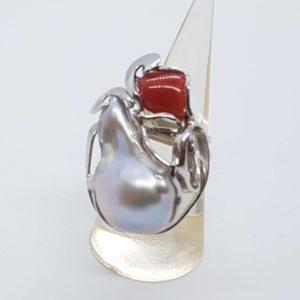 anello in argento con corallo e con perla scaramazza barocca anello in argento con corallo e con perla scaramazza barocca Anello in argento con corallo e con perla scaramazza barocca 57044284 404782330317044 255908251873312768 n 300x300