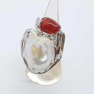 anello regolabile in argento con perle scaramazze e corallo anello con perle scaramazze e corallo Anello con perle scaramazze e corallo 57289491 809038062791797 225159880921579520 n 300x300