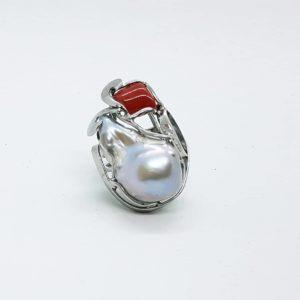 anello in argento con corallo e con perla scaramazza barocca Anello in argento con corallo e con perla scaramazza barocca 74964073 2515067538741884 4327775576216567808 n 300x300