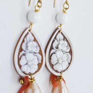 Orecchini con cammeo e radici di corallo e con perla naturale rosa orecchini Orecchini con cammeo e radici di corallo e con perla naturale rosa 0171 300x300