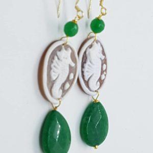 Orecchini con cammeo e perle di agata verde orecchini con cammeo Orecchini con cammeo e perle di agata verde 0172 1 300x300