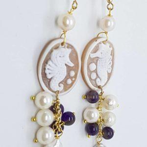 Orecchini con cammeo e con perla scaramazza piatta orecchini con cammeo Orecchini con cammeo e con perla scaramazza piatta 0176 300x300