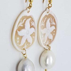 Orecchini con cammeo e con perle di fiume naturali orecchini con cammeo Orecchini con cammeo e con perle di fiume naturali 0178 300x300