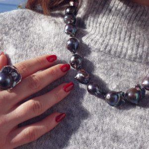 collana girocollo Collana girocollo con perle scaramazze nere 38 300x300