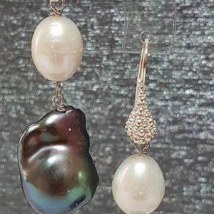 orecchini con perle naturali e con perle scaramazze grigie Orecchini con perle naturali e con perle scaramazze grigie 58684827 543407862851587 4944539305193242624 n 1 300x300
