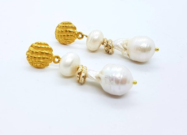 Orecchini con perle coltivate e con perle scaramazze
