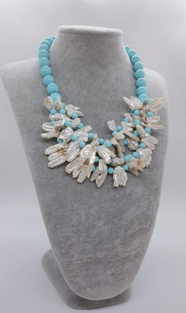 Collana con perle naturali e con perle di pasta di turchese