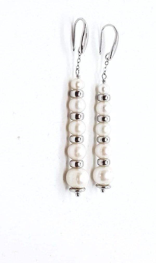 profilo orecchini con perle coltivate in gradazione