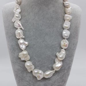 Collana con perle scaramazze barocche collana con perle Collana con perle scaramazze barocche 61287018 871653609854468 1071148866344058880 n 300x300