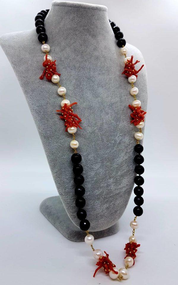 Collana con perle naturali e onice e con corallo naturale