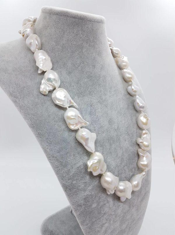 profilo collana con perle scaramazze barocche