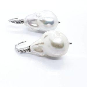 orecchini con perle scaramazze Orecchino con perla scaramazza da 17mm 66652829 1505672792901274 5527247040184057856 n 300x300