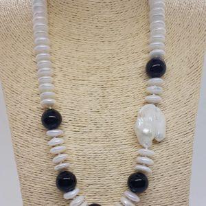 parure collana e orecchini Collana con perle naturali e barocche e onice nero 78355354 1647891175352575 5748110390441541632 n 300x300