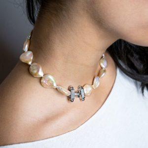 parure collana e orecchini Collana a girocollo con perle scaramazze rosa 86466841 2642195976009530 5421461360028418048 o 300x300