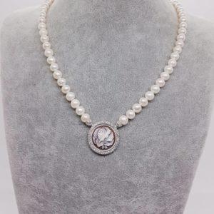 collana con perle Collana con perle coltivate e cammeo 66019204 395252924441130 6017395610016022528 n 300x300