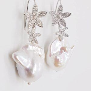 orecchini con perla scaramazza Orecchini con perla scaramazza 67024715 2692217367463629 5501725614366785536 n 300x300