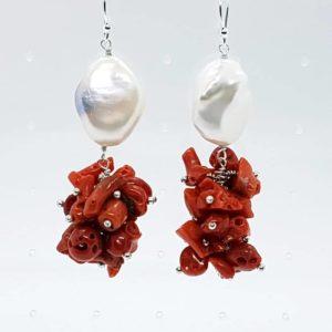 Orecchini in argento con corallo e perle scaramazze Orecchini in argento con corallo e perle scaramazze 67652835 422389745286172 6953332076884000768 n 300x300