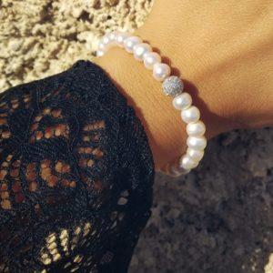 bracciale con perle coltivate e pallina in argento e strass Bracciale con perle coltivate e pallina in argento e strass 43202adc 8464 4ae6 b1a5 09cf5362c3d5 300x300