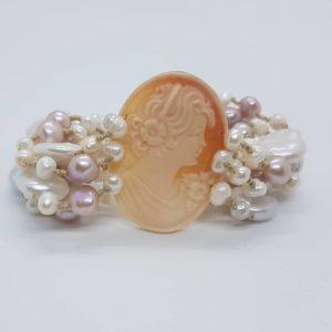 bracciale con perle coltivate e cammeo Bracciale con perle coltivate e cammeo 78346388 737081636797586 4524611011109453824 n 300x300