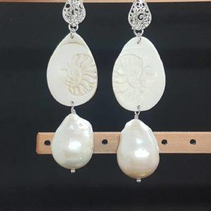 orecchini con cammeo bianco e con perla barocca Orecchini con cammeo bianco e con perla barocca 80082344 489779394990191 3847413896822390784 n 300x300