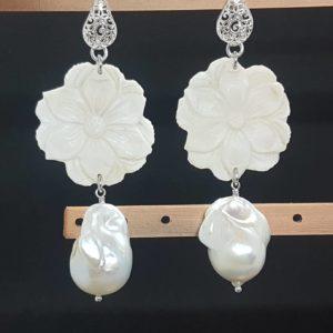 orecchini con cammeo bianco e con perla barocca Orecchini con cammeo bianco e con perla barocca 80353123 3095160694041937 7050842634960502784 n 300x300