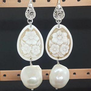 orecchini con cammeo e con perla barocca Orecchini con cammeo e con perla barocca 80467796 2490184911262545 5017664842849320960 n 300x300