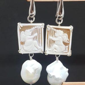 orecchini con cammeo e perla scaramazza Orecchini con cammeo e perla scaramazza 80772947 2455646184650652 5182376271715237888 n 300x300