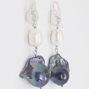 orecchini con perle naturali e con perle scaramazze grigie Orecchini con perle naturali e con perle scaramazze grigie e filigrana 79119718 458818914819182 4386697133038764032 n 300x300