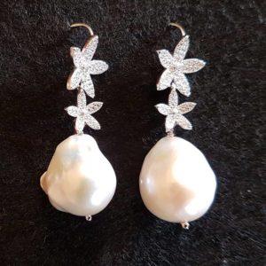 Orecchini con perle barocche Orecchini con perle barocche 86730596 2643006722595122 5054265583483224064 n 300x300