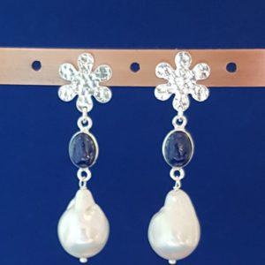 orecchino in argento con lapislazzuli e perla scaramazza Orecchino in argento con lapislazzuli e perla scaramazza 90704914 542711529971331 418730152827027456 n 300x300