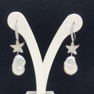 Orecchini con perle barocche di acqua dolce con monachella a stella tempestata di strass