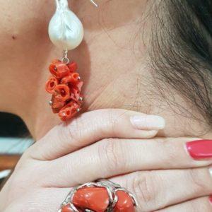 orecchini perle scaramazze e corallo