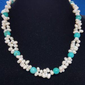 collana isola minorca con perle di fiume e pietre in turchese