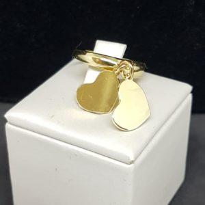 anello in argento bagnato oro con cuori pendenti