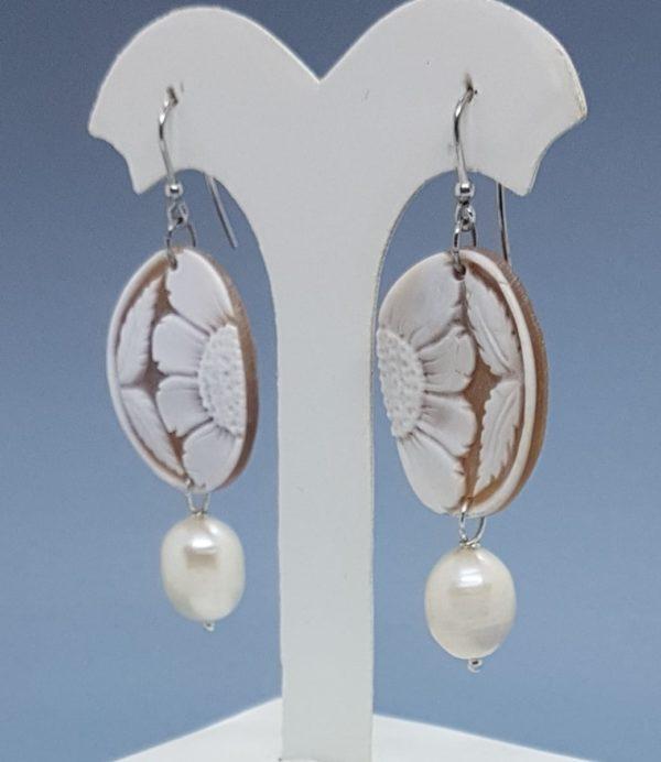 orecchini con cammeo e perle