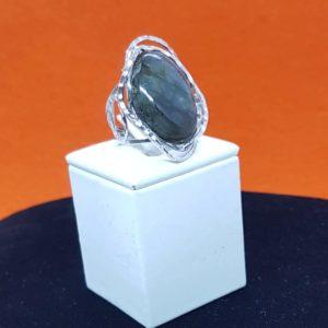 anello con pietra labradorite